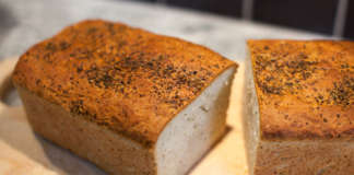bröd med parmesan penslat med smör