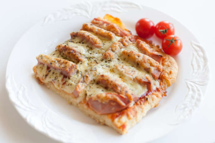 hemmagjord pizza i långpanna enkel och god