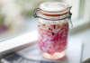 Picklad inlagd rödlök till grillat och hamburgare