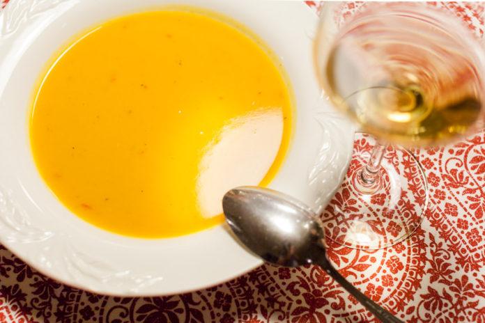 Sötpotatissoppa med vitlök, chili och lime
